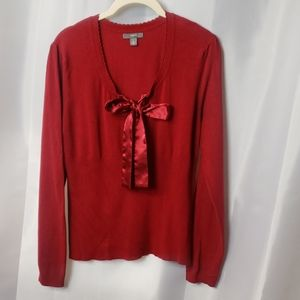 Sz L red sweater w/ satin bow    tie. C19